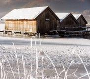 Hangar à bateaux congelé de lac Photos libres de droits