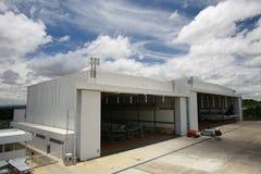 hangar royaltyfri bild