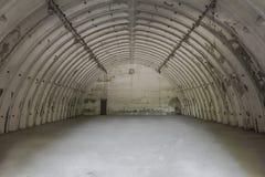 Hangar abandonné dans l'aéroport Photo libre de droits