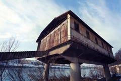 Hangar d'hydravion dans les ruines Images stock