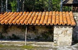 Hangar de brique avec le toit carrelé images stock