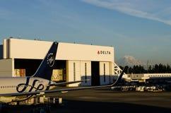 Hangar de Delta Airlines chez SeaTac Image libre de droits