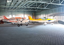 Hangar de los aeroplanos imagen de archivo