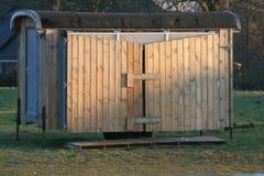Hangar en bois Photographie stock libre de droits