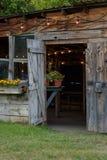 hangar en bois de mise en pot de grange rustique photographie stock