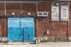 Hangar för gammal port Arkivbilder
