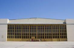 Hangar gigante del aeroplano foto de archivo