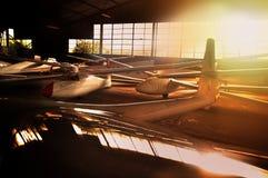 Hangar mycket av glidflygplan arkivfoton