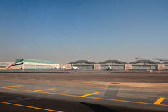 Hangarages центра инженерства авиакомпании эмиратов на авиапорте Дубай, UAE Стоковое Изображение