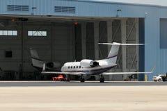 hangaren jets propert Royaltyfri Bild