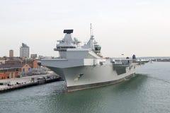 Hangarfartyg i port Royaltyfri Foto