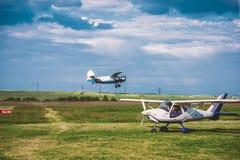 Hangariada del aeroplano Fotografía de archivo libre de regalías