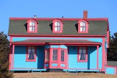 Hangars brillamment colorés de salles de changement Images stock