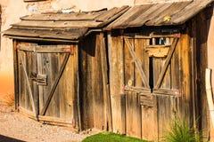 Hangars en bois de vintage dans le désert de l'Arizona Image libre de droits