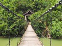 Hangbrug over Aziatische rivier Royalty-vrije Stock Afbeelding