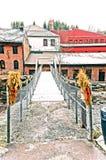 Hangbrug over de rivier royalty-vrije stock afbeeldingen