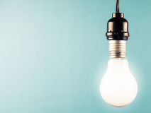 Hanged light bulb Royalty Free Stock Photography