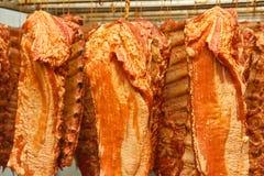 Hangende gerookte varkensvleesribben Royalty-vrije Stock Foto's