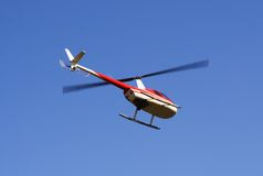 Hangende helikopter Stock Foto's