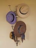 Hangende hoeden Royalty-vrije Stock Foto's