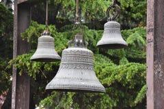 Hangende klokken bij kerk in Tbilisi, Georgië Stock Foto's