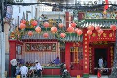 Hangende lantaarns bij Chinese pagoden stock fotografie