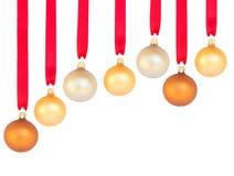 Hangende rij van Kerstmisballen Stock Foto