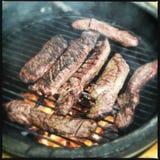 Hangerlapje vlees bij de grill stock foto's