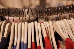 Hangers voor kleren Stock Foto