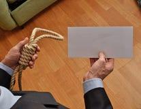 Hangman trzyma białego list i mapę obrazy royalty free