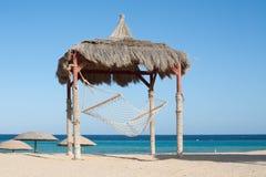 Hangmat bij het strand Stock Foto
