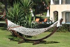 Hangmat in de tuin Stock Foto's