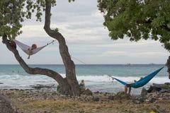 Hangmat door het overzees Stock Foto's