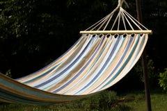 Hangmat in een tuin Stock Afbeelding