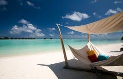 Hangmat op het strand Stock Afbeeldingen