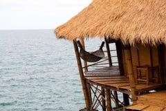 Hangmat op kust Stock Fotografie
