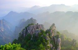 hangshan monteringssoluppgång royaltyfria bilder
