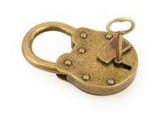 Hangslot en sleutel die op wit wordt geïsoleerdd royalty-vrije stock fotografie