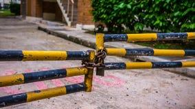Hangslot op een poort Stock Afbeelding