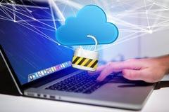 Hangslotveiligheid met een wolk wordt op futuristisch wordt getoond verbonden die Stock Foto