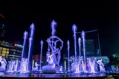 Hangzhou ha illuminato il quadrato di costruzione di Wishan Fotografie Stock