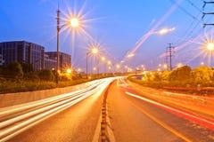 Hangzhou huvudväg på natten Royaltyfria Bilder