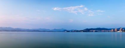Hangzhou mille panoramas de lac d'île Images stock