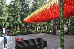 Hangzhou, 3rd może: Lingyin Świątynny podwórze od Feilai Feng scenicznego terenu w Hangzhou fotografia stock