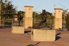 Hank Aaron Statue bei Turner Field, Atlanta, GA lizenzfreie stockbilder