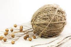 Hank de la cuerda de rosca de lino con los rectángulos en tejido Imagenes de archivo