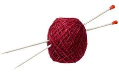 Hank des amorçages percés en tricotant des rais Image stock