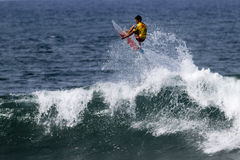 Hank Gaskell surfing in the Triple Crown Hawaii Stock Images