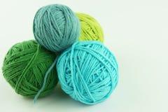 Hank a voulu faire du crochet et tricoter Images libres de droits