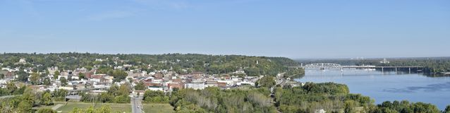 Hannibal, panorama de Missouri que mostra a cidade e a ponte de Wabash Fotos de Stock